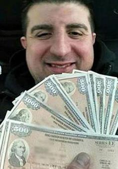 Giúp việc trả lại 100.000 USD cho chủ nhà