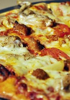 Bánh pizza thịt trăn Việt Nam giá gần một triệu đồng
