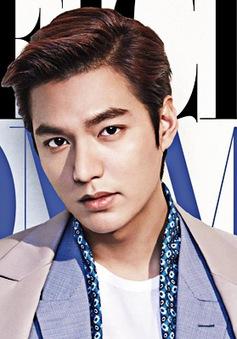"""Lee Min Ho """"ngập"""" trong hàng trăm kịch bản phim"""