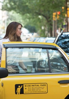 Liam Hemsworth cặp đôi với tình mới Johnny Depp trong Paranoia