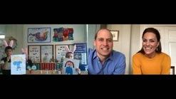 Vợ chồng Hoàng tử Anh nói chuyện với con của những nhân viên y tế