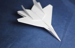 Nổi tiếng nhờ video phóng máy bay giấy vào không trung