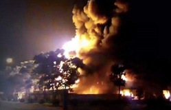 Cháy lớn ở Khu công nghiệp Nội Bài, hàng trăm xe cháy rụi