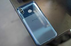 HTC U12 life: Snapdragon 636, mặt lưng 2 mảng màu, giá 7,69 triệu đồng