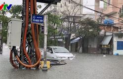 Quảng Nam, Quảng Ngãi cho học sinh nghỉ học do mưa ngập