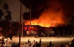 Hà Nội: Cháy lớn ở làng nghề Tân Triều, cột khối bốc cao hàng trăm mét