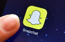 """Snapchat """"gặp họa"""" vì quảng cáo xúc phạm ngôi sao Rihanna"""