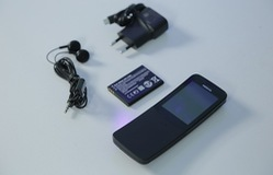 """Đập hộp Nokia """"quả chuối"""" nắp trượt đầu tiên tại Việt Nam"""