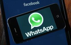 Người dùng từ bỏ Facebook, chuyển sang WhatsApp để đọc tin tức