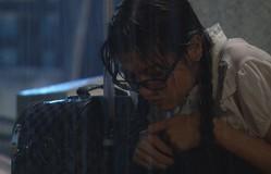 Đánh tráo số phận - Tập 1: Hà Linh (Nhung Kate) khóc ngất vì nỗi đau mất mẹ
