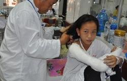 Ánh mắt cầu cứu của bé 14 tuổi bị rò mủ xương và tim bẩm sinh