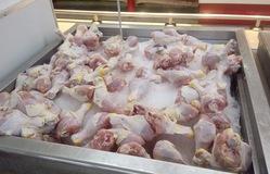 Vì sao giá thịt gà, lợn nhập khẩu rẻ hơn so với giá trong nước?