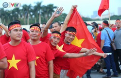 ĐT Việt Nam – ĐT Malaysia: Rực rỡ sắc màu CĐV trước trận đấu