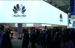 """Sợ bị biến thành """"cục gạch"""", các nhà bán lẻ xa lánh smartphone Huawei"""