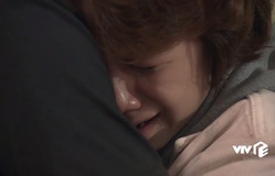 Về nhà đi con: Mạnh mẽ là thế, Dương có lúc nức nở trong lòng bố như thế này