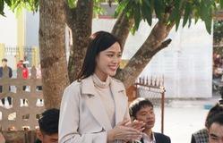 Hoa hậu Đỗ Thị Hà giản dị đi từ thiện tại quê hương Thanh Hóa