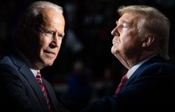 """Donald Trump - Joe Biden: Cuộc đua thời """"loạn lạc"""" với biến số COVID-19"""