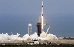 Tàu vũ trụ Crew Dragon hạ cánh xuống ISS sau 19 giờ bay