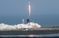 """VIDEO: Cuộc trò chuyện """"lịch sử"""" của hai phi hành gia trên tàu vũ trụ SpaceX"""