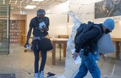 """Đập phá cửa hàng, """"hôi của"""" iPhone: Đừng nghĩ dễ """"ăn"""" của Táo khuyết"""