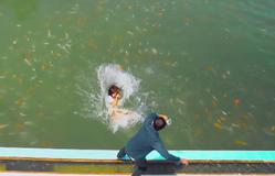 11 tháng 5 ngày - Tập 22: Làm Nhi té xuống hồ cá, Đăng lấy gì chuộc lỗi?
