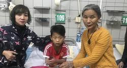 Tình cảnh đáng thương của bé trai bị hoại tử ngón tay do rắn hổ mang cắn