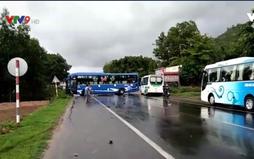 Bình Thuận: Xe khách tông ô tô bán tải, QL1A ùn tắc kéo dài