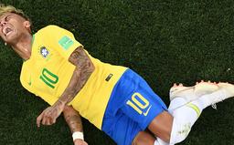 """FIFA World Cup™ 2018: Neymar """"bầm dập"""" vì kỷ lục... bị phạm lỗi nhiều nhất trong 20 năm qua"""