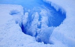 Phát hiện miệng núi lửa rộng 36km dưới lớp băng Greenland?