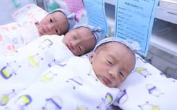 Phẫu thuật kịp thời 2 bé trai, 1 bé gái ở sản phụ tam thai