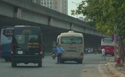 """Xe khách vẫn chạy """"rùa bò"""", dừng đỗ tùy tiện quanh bến xe Mỹ Đình"""