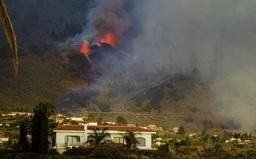 Núi lửa phun trào ở quần đảo Canaria (Tây Ban Nha), hàng nghìn người phải sơ tán