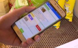 """Dùng smartphone quá nhiều có thể khiến hộp sọ """"mọc gai"""""""