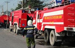 TP.HCM: 18 xe cứu hỏa, 100 chiến sỹ dập lửa ở công ty nội thất