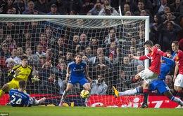 """Man Utd hòa hú vía, người hùng Van Persie """"nổ"""" tưng bừng"""