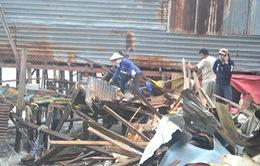 Khánh Hòa: Sóng lớn đánh sập nhiều nhà ven sông Cái
