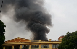 Hà Nội: Cháy lớn kho vật tư trên đường Nguyễn Chí Thanh