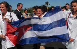 Hàn Quốc viện trợ quần áo y tế cho bác sỹ Cuba chống dịch Ebola