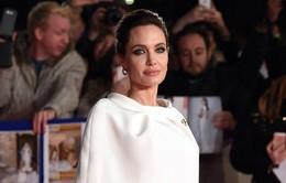 Bỏ Brad Pitt ở nhà, Angelina Jolie lẻ bóng tới London