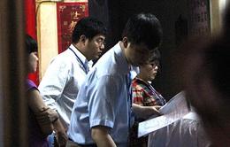 """Sau kiểm tra """"kín"""" Cty Cửu Hương, tiếp tục tìm 480 thùng thực phẩm chứa """"dầu bẩn"""""""