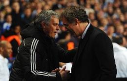 """HLV PSG """"giơ cờ trắng"""" trước chiêu trò của Mourinho"""