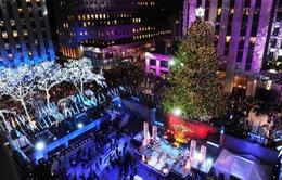 45.000 bóng đèn LED thắp sáng cây thông Noel ở Rockefeller