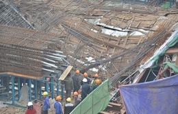 Sập giàn giáo ga đường sắt trên cao do nhà thầu đổ lệch bê tông