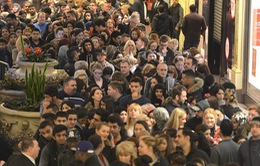 Anh: Người dân đổ xô đi mua sắm dịp Boxing Day