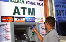 Người dân Somalia bỡ ngỡ trước những cây ATM đầu tiên
