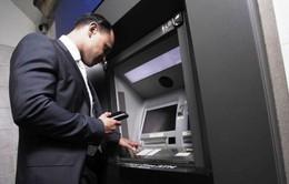 Máy ATM để hết tiền, báo cho ai?