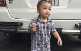 Bé 2 tuổi bị bỏ rơi trên taxi: Chờ cơ quan chức năng xác minh thân nhân