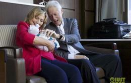 Cựu Tổng thống Bill Clinton khoe ảnh cháu ngoại