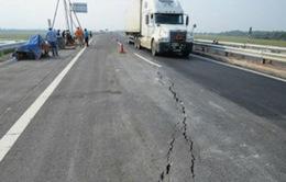 Nứt mặt đường cao tốc Nội Bài - Lào Cai do sự bất thường địa tầng