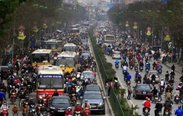 Cấm ôtô trên đường Xuân Thủy: Chưa thể thực hiện